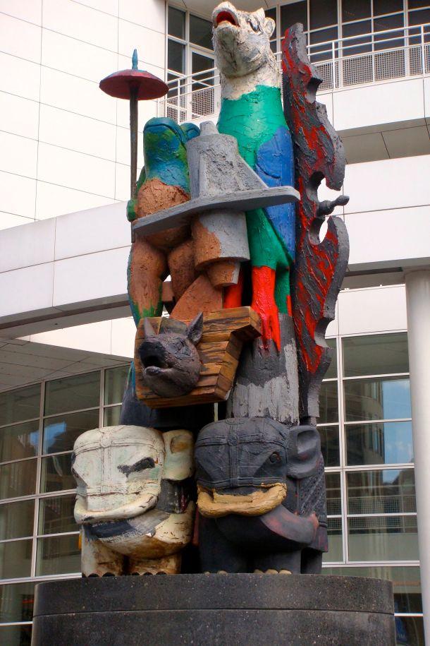 Den Haag Stadhuis Sculpture