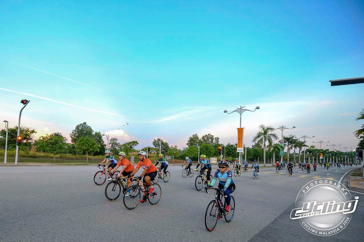 Putrajaya Century Ride 2016 Rolling at Start 02 CM