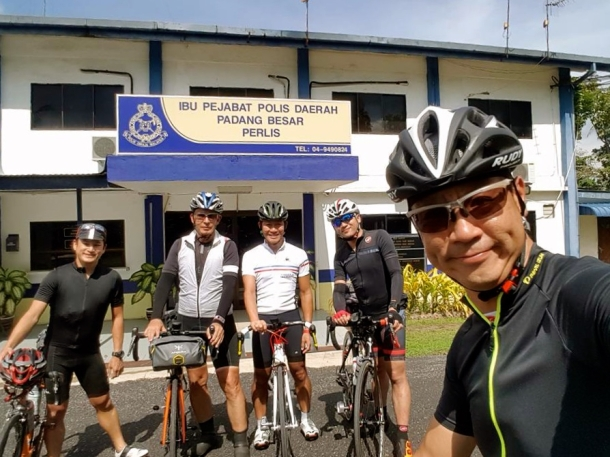 s-thailand-tour-1-padang-besar-police-station-leslie