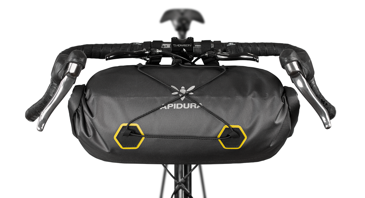 apidura-handlebar_pack_dry_14l_straight_on_bike