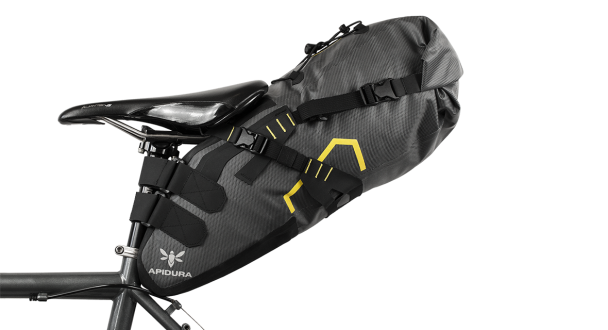 apidura-saddle_pack_dry_14l_straight_on_bike