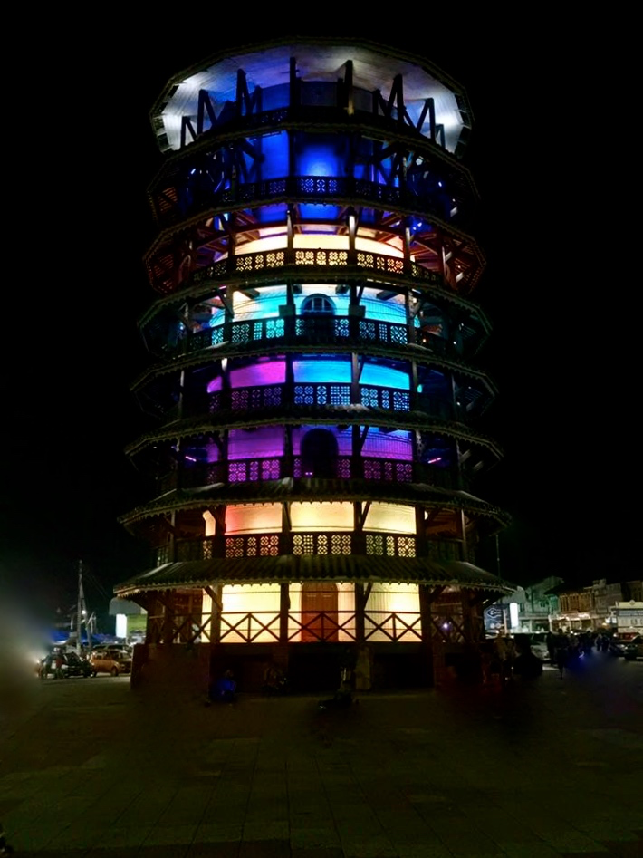 menara-condong-at-night-marco