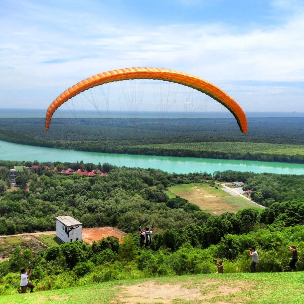 Morib Paragliding backpackerzmag com