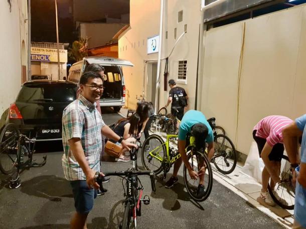 CFAL 2018 Unloading Bikes TH Lim